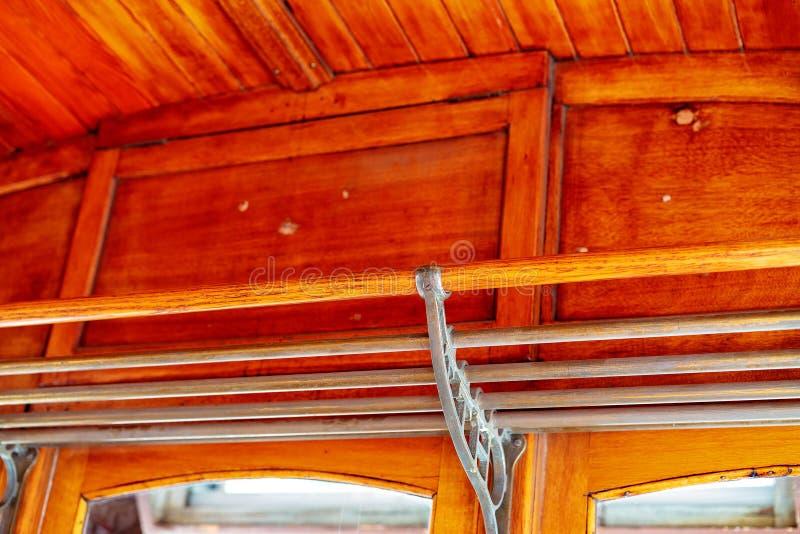 Rocznika Tramwajowy Samochodowy stojak Z Drewnianym sufitem obrazy stock