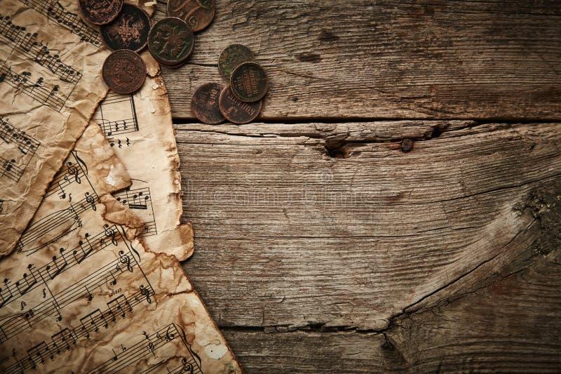 Rocznika wciąż życie z antycznymi monetami zdjęcia royalty free