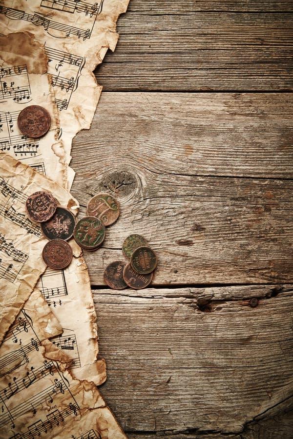 Rocznika wciąż życie z starymi monetami zdjęcia royalty free