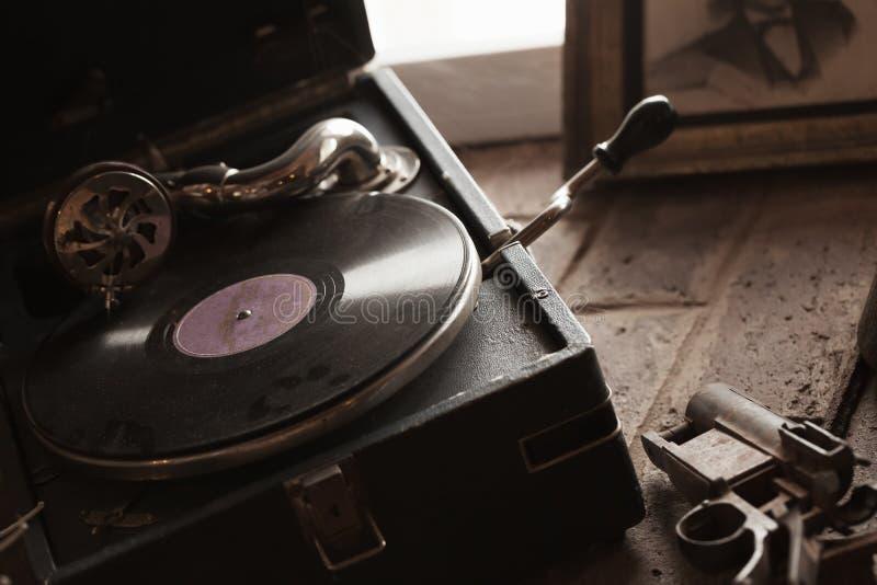 Rocznika wiatru przenośny gramofon, zamyka up fotografia stock