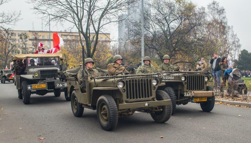 Rocznika Willys dżipa samochodów militarny jeżdżenie na paradzie zdjęcia royalty free