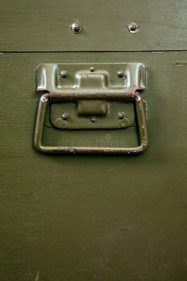 Rocznika wojskowego pudełka zieleni amunicj kędziorka narysów starej składowej sukiennej wojny konfliktu ojczyzny broni brudni ła zdjęcia stock