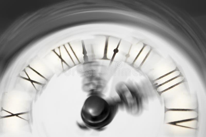 Rocznika zegar lub przelotny zamazywaliśmy - konceptualnego wizerunek czasu bieg daleko od zdjęcia stock