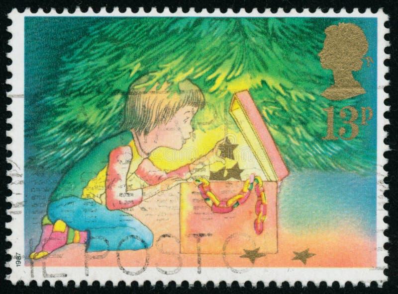 Rocznika znaczek drukujący w Wielkim Brytania 1987 pokazuje boże narodzenia obrazy royalty free