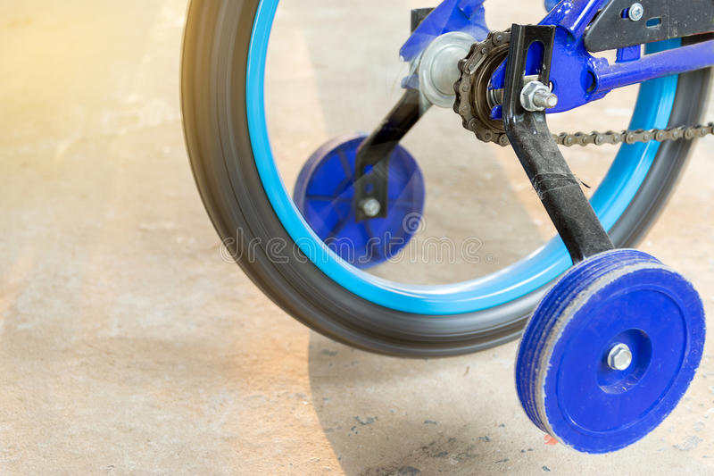 Roda chain de giro da bicicleta das crianças imagens de stock