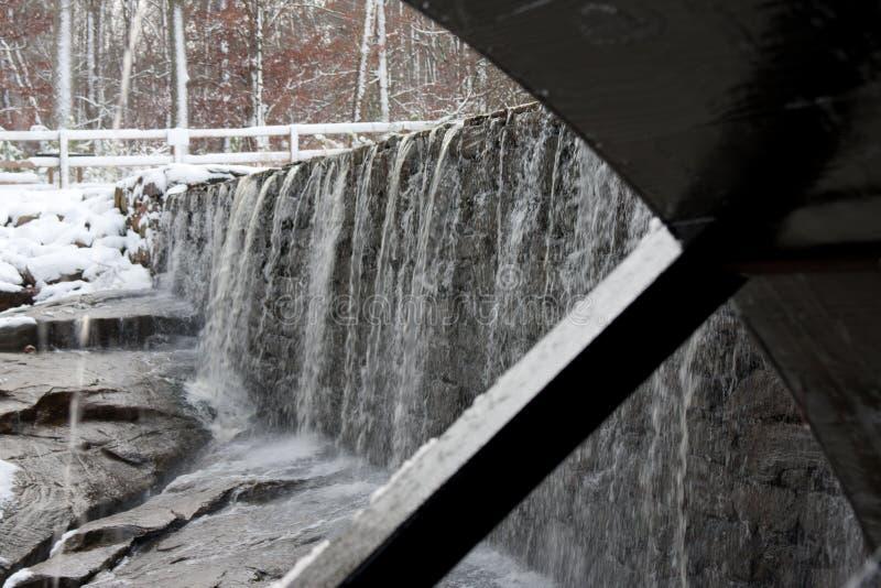 Roda de água da lagoa do moinho de Yates com cachoeira fotografia de stock royalty free