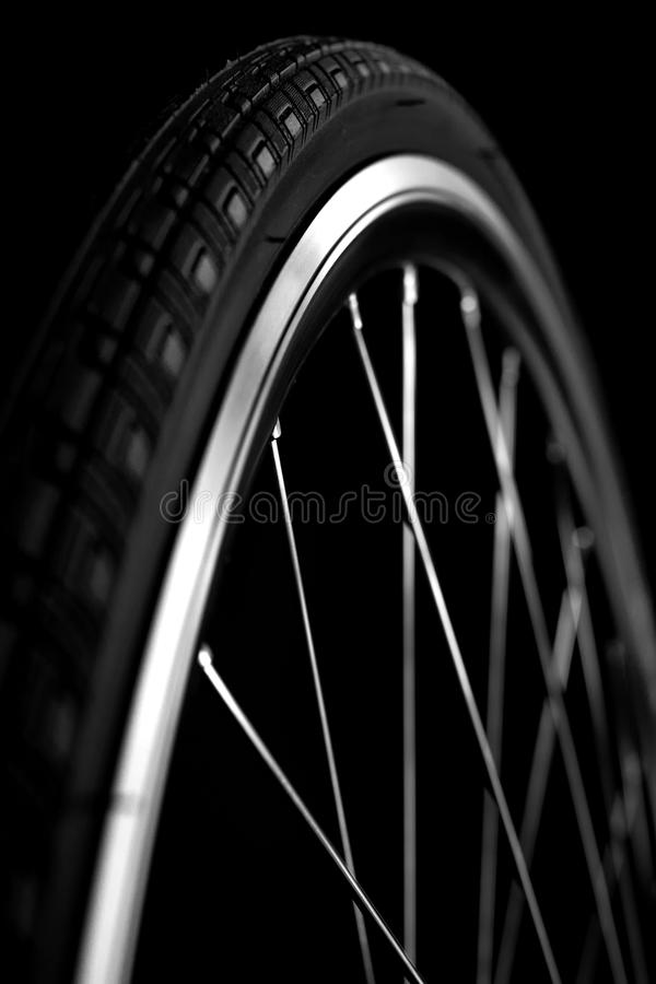 Roda de bicicleta com pneu fotografia de stock royalty free