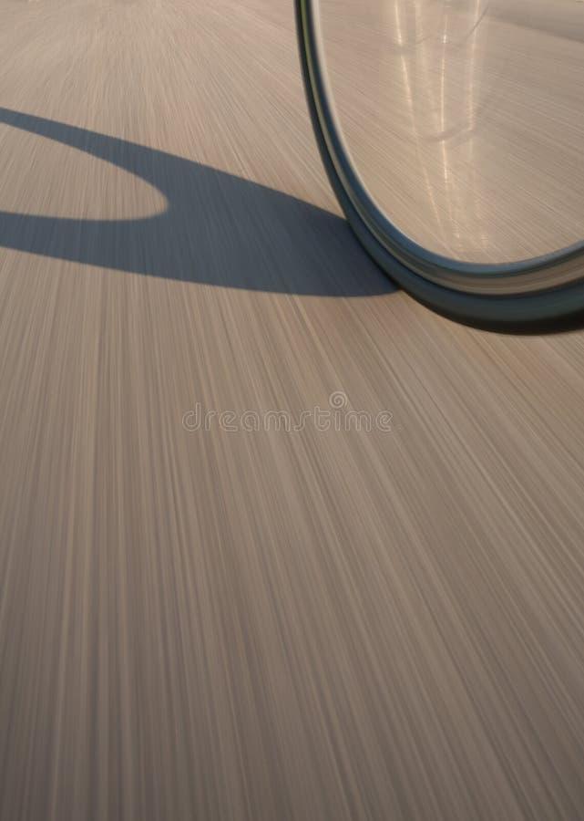 Roda de bicicleta na rua no movimento fotos de stock