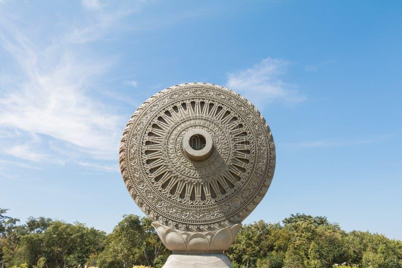 Roda de Dhamma ou roda da lei imagem de stock