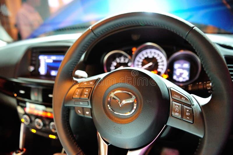 Roda de direcção de Mazda CX-5 foto de stock royalty free