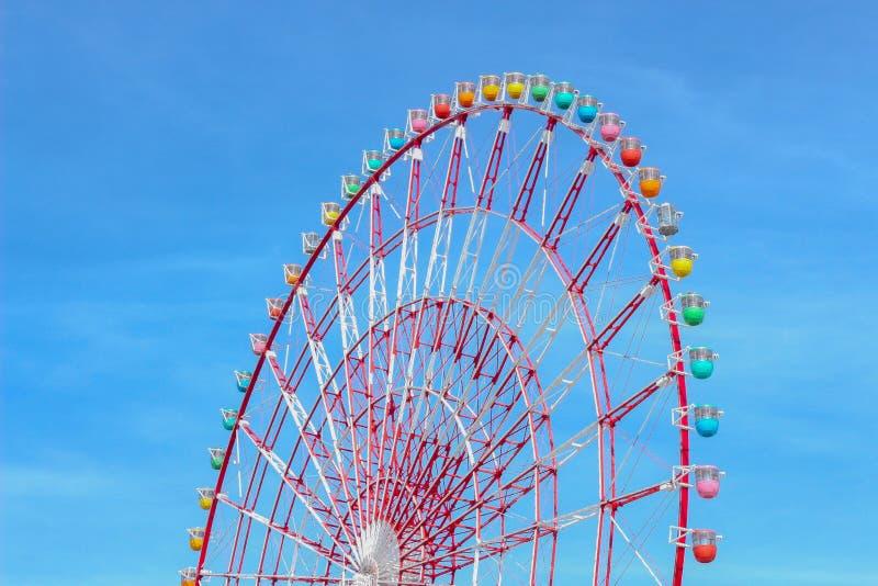 A roda de ferris colorida foto de stock