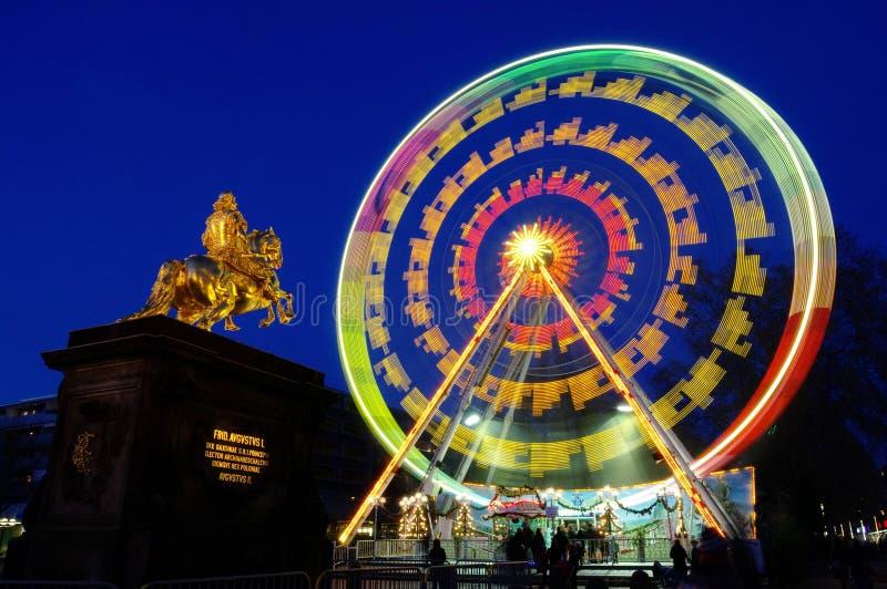Roda de ferris do mercado do Natal de Dresden foto de stock