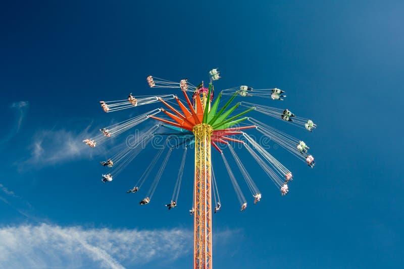 Roda de Ferris em Oktoberfest imagens de stock