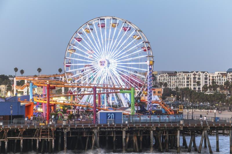 Roda de Ferris em Santa Monica Pier na noite fotografia de stock royalty free