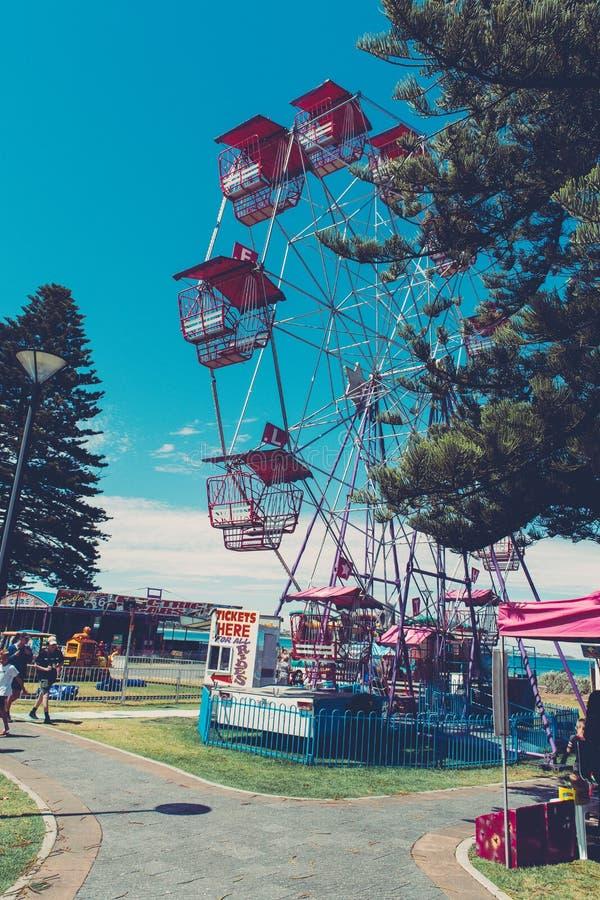 Roda de Ferris em uma feira fotos de stock royalty free