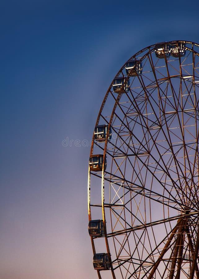 Roda de Ferris, roda grande, construção do metal fotografia de stock