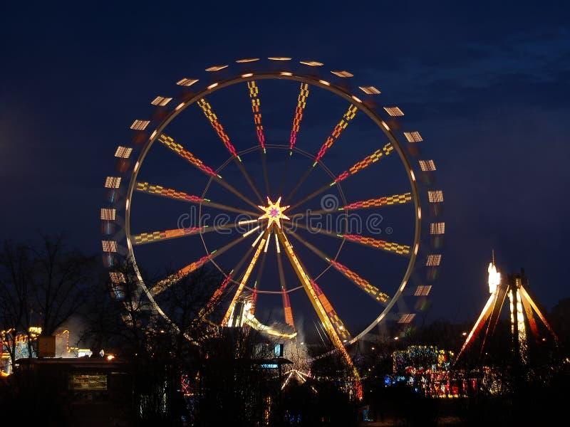 Roda de Ferris na noite fotos de stock royalty free