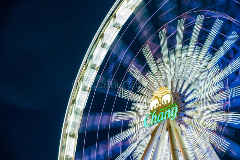 Roda de Ferris na noite em Asiatique, Banguecoque, Tailândia foto de stock royalty free