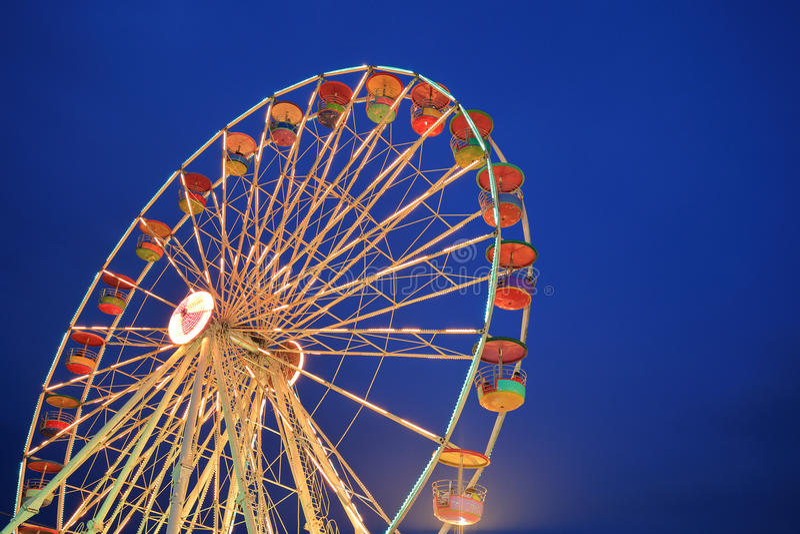 Roda de Ferris no parque de diversões imagem de stock royalty free