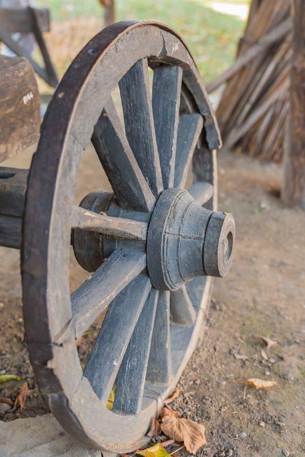 Roda de madeira imagens de stock