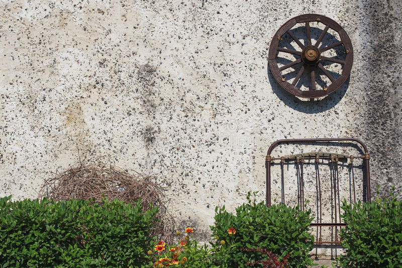 Roda de madeira velha fotografia de stock royalty free