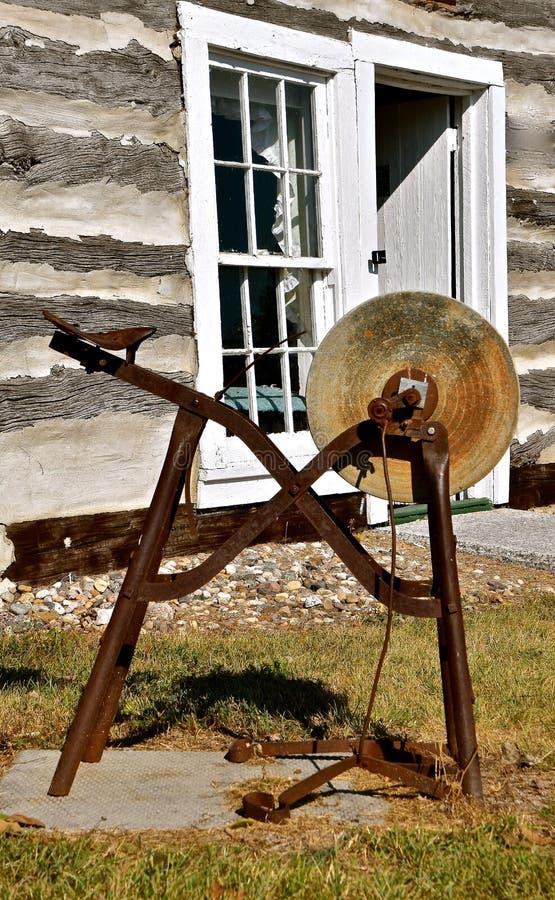 Roda de moedura antiga velha imagem de stock