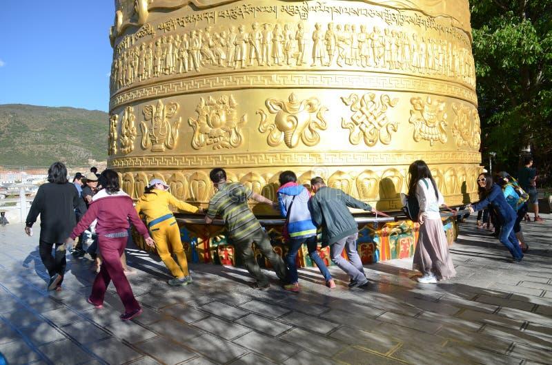 Roda de oração tibetana gigante fotografia de stock royalty free