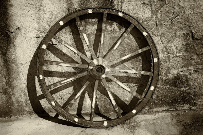 Roda de vagão velha fotos de stock