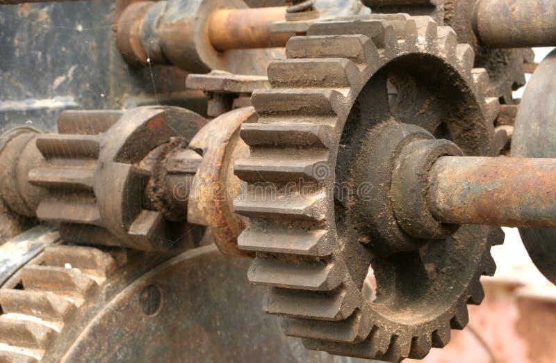 Download Roda denteada imagem de stock. Imagem de oleoso, aço, stud - 110709