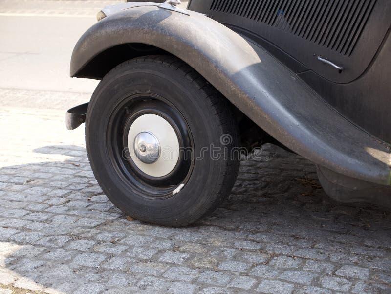 Roda dianteira, arco da roda e placa running imagem de stock royalty free