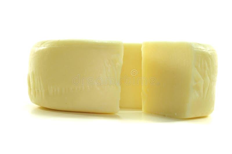 Roda do queijo com uma parte de queijo imagens de stock royalty free