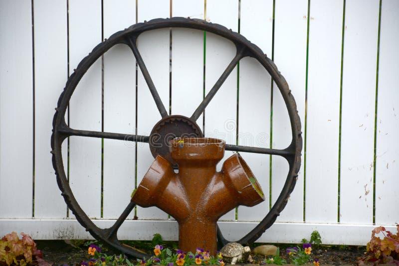 Roda e tubulação fotografia de stock