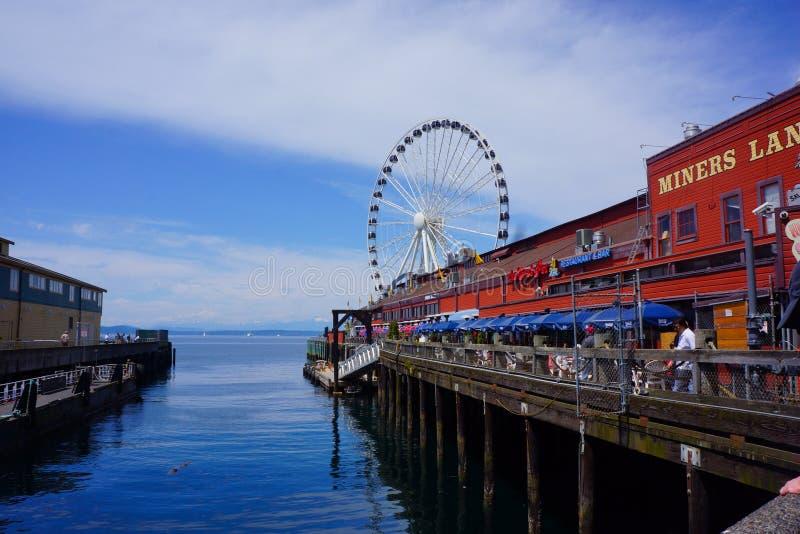 Roda grande do cais 57 da margem de Seattle fotos de stock royalty free
