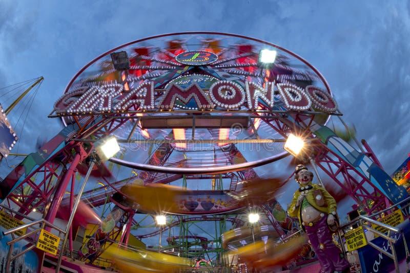 Roda panorâmico de Luna Park do carnaval da feira de divertimento foto de stock royalty free