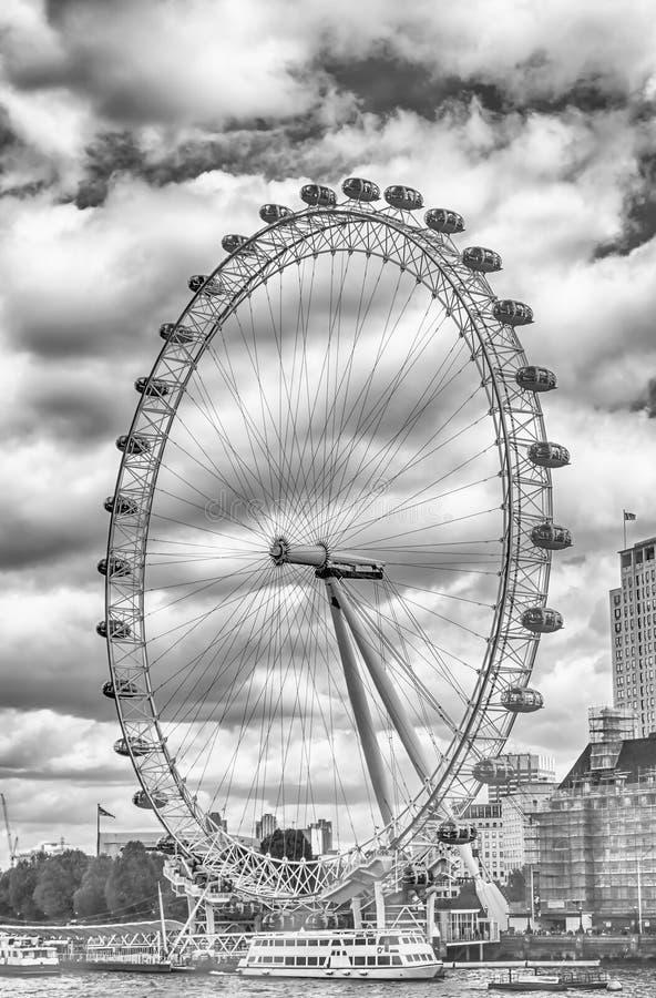 A roda panorâmico do olho de Londres foto de stock royalty free