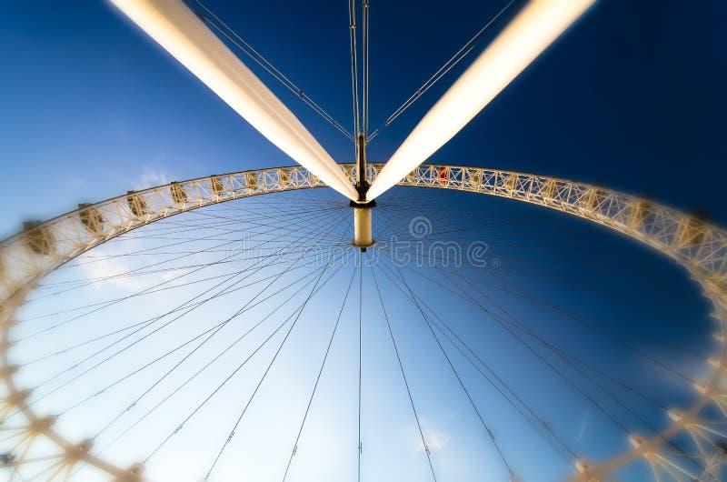 A roda panorâmico do olho de Londres fotografia de stock