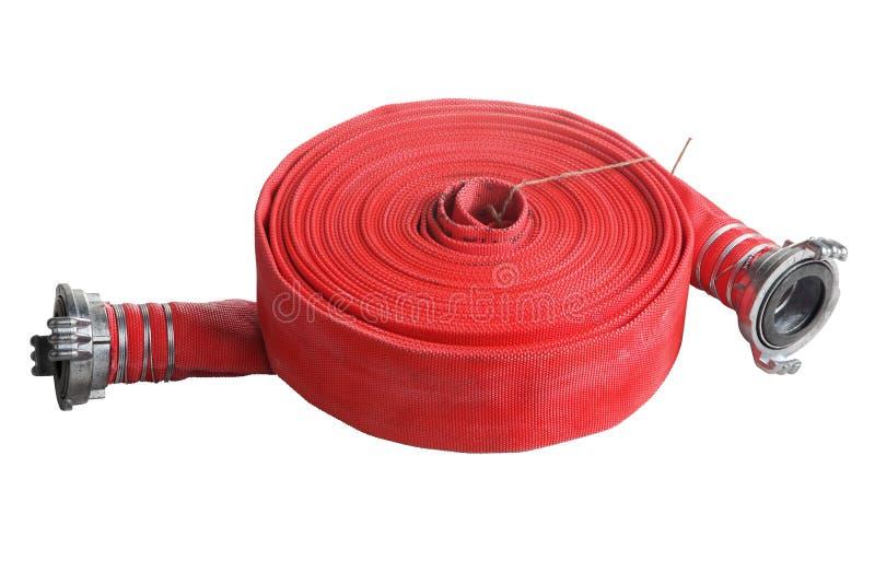 Rodado encima del tubo suave de la extensión roja de la manguera de bomberos en blanco fotografía de archivo libre de regalías