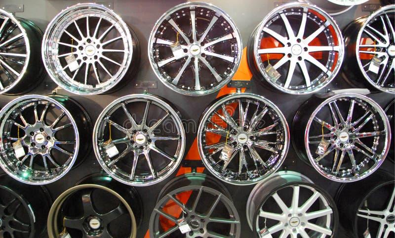 Rodas de carro da liga imagem de stock