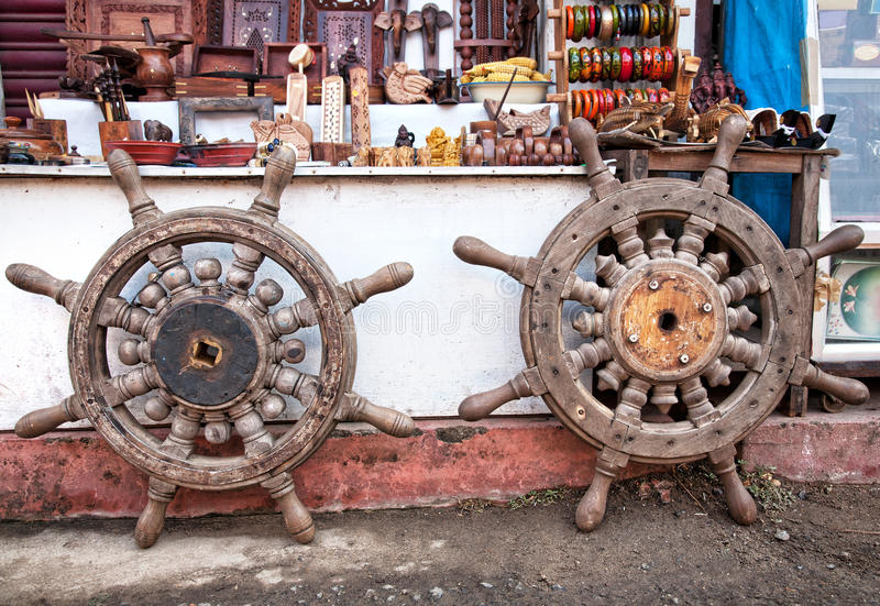 Rodas de direcção de madeira imagens de stock royalty free