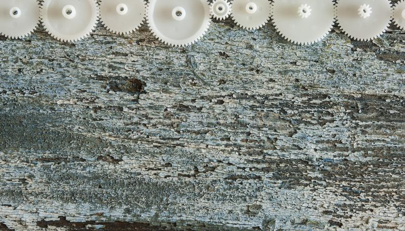 Rodas de engrenagem em um fundo de madeira O conceito de criativo, log imagem de stock