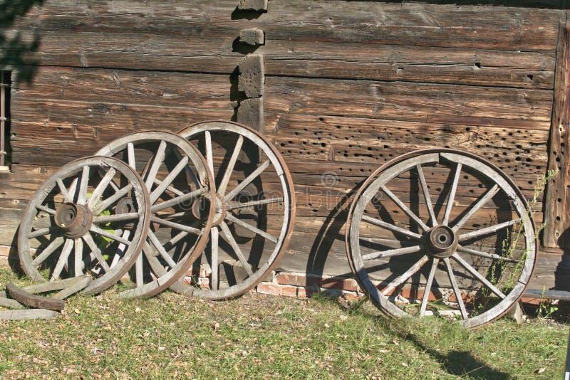 Rodas de madeira velhas fotos de stock royalty free