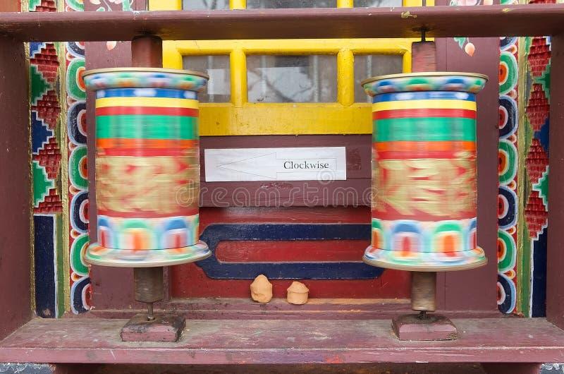 Rodas de oração no monastério de Pemayangtse, Sikkim, Índia imagem de stock