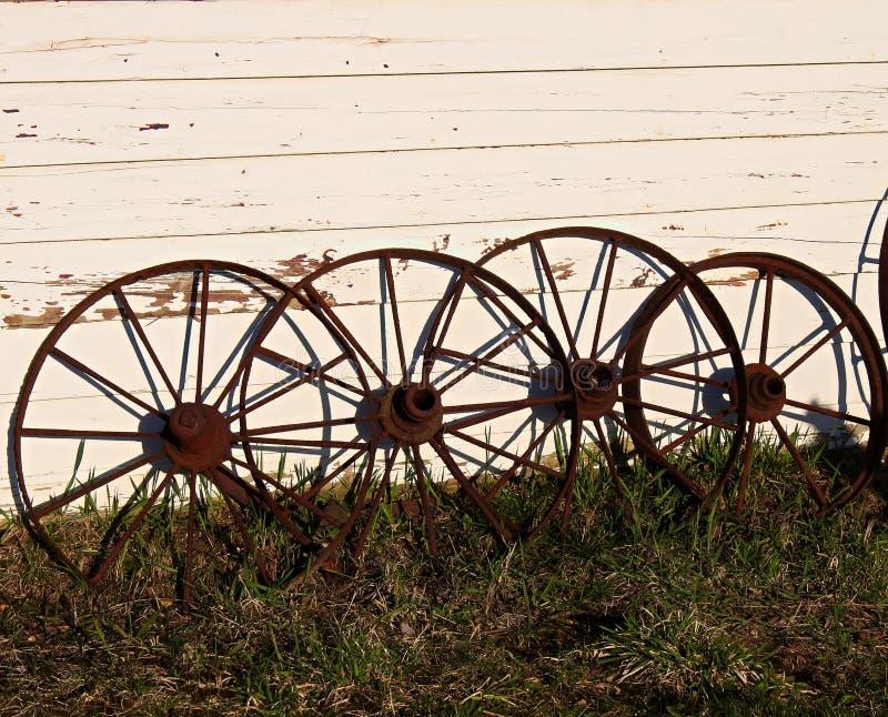 Rodas de vagão antigas fotografia de stock royalty free