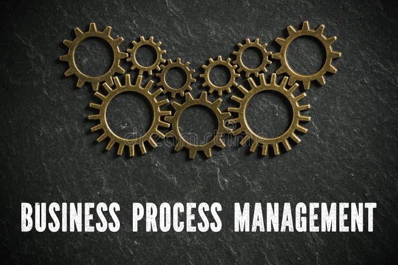 Rodas denteadas que simbolizam a maquinaria complexa e o ` da gestão de processo de negócios do ` da palavra fotos de stock