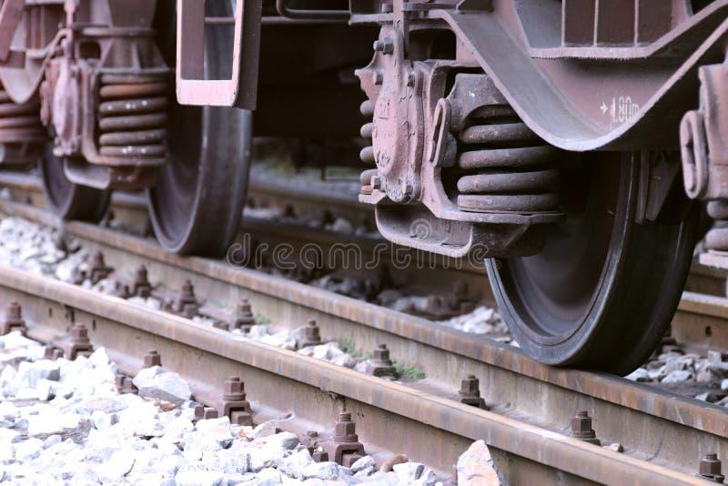 Rodas do trem na estação fotografia de stock