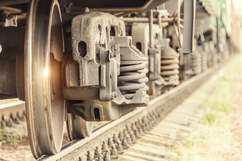 Rodas do trem nos trilhos imagens de stock