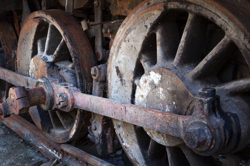 Rodas oxidadas da locomotiva de vapor velha imagens de stock