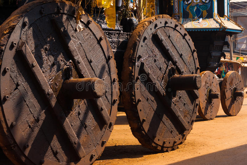 Rodas pequenas grandes tradicionais dos Chariots de Ratha fotos de stock