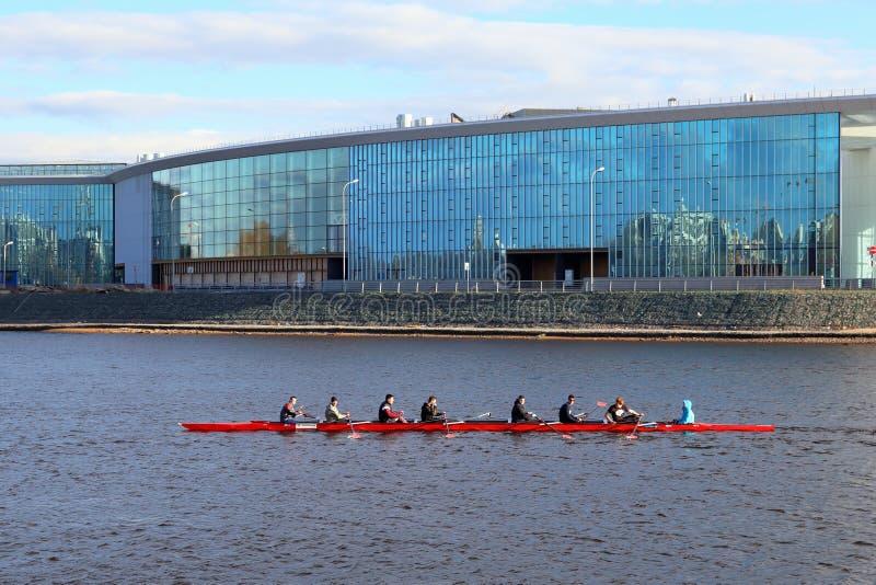 Roddarna utbildar på ett motsatt Judo-hotell för kanot- åtta arkivfoto