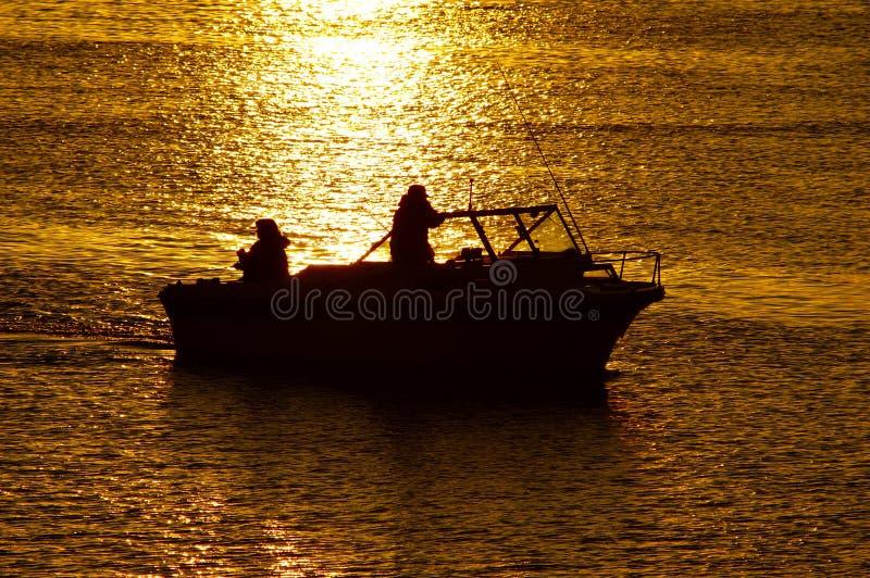 Download Roddsolnedgång arkivfoto. Bild av lake, folk, soluppgång - 225826
